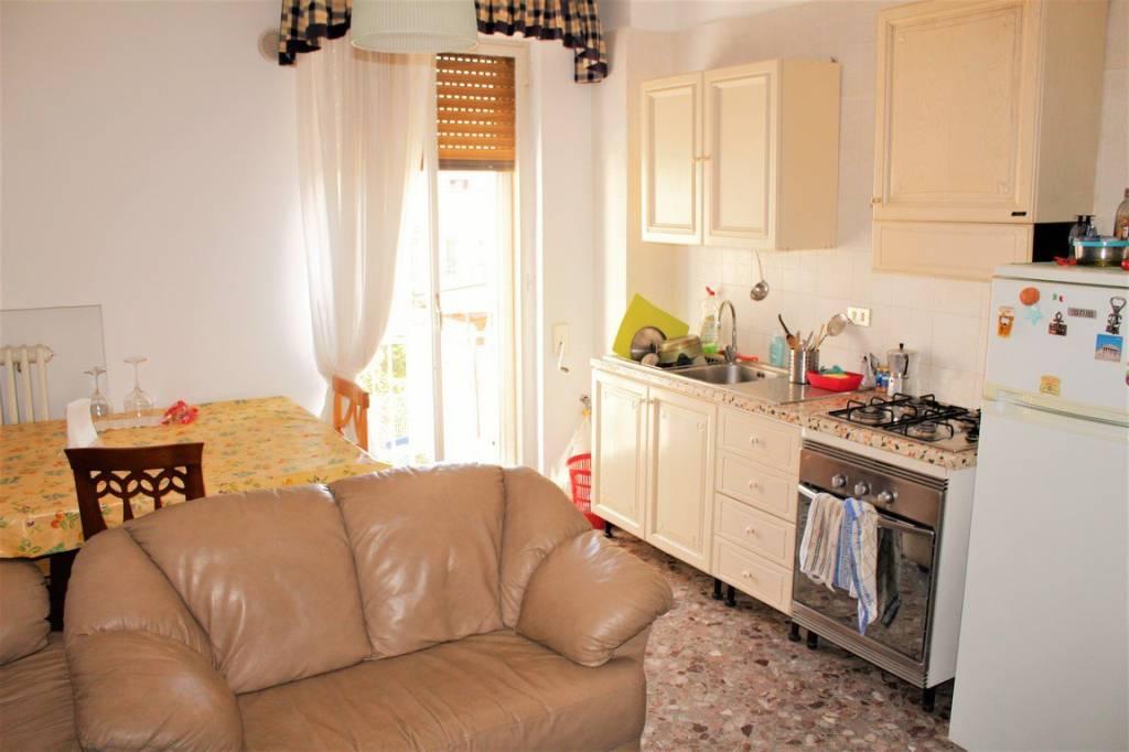 Appartamento in buone condizioni arredato in affitto Rif. 8111584