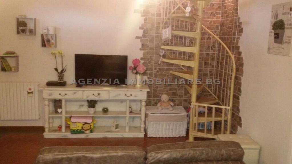 Appartamento in ottime condizioni in vendita Rif. 9122978