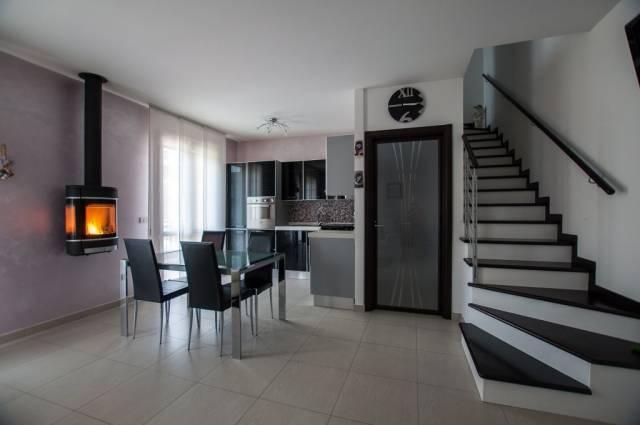 Appartamento in ottime condizioni in vendita Rif. 4244598
