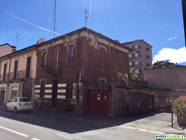 Villa in vendita a Saronno, 5 locali, prezzo € 300.000 | Cambio Casa.it