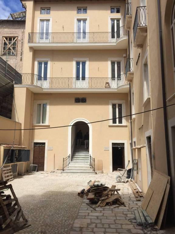 Appartamento quadrilocale in affitto a L'Aquila (AQ)