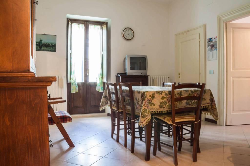Appartamento in buone condizioni in vendita Rif. 8776405