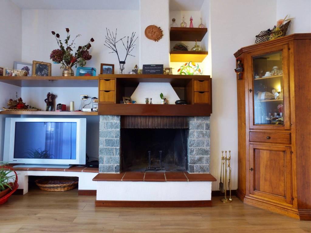 Appartamento in buone condizioni parzialmente arredato in vendita Rif. 4199099