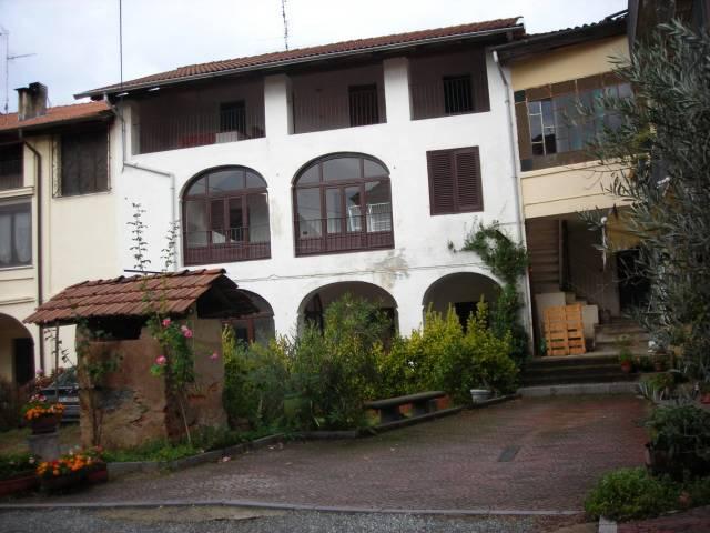 Roasio-S. Eusebio-vic. Chiesa Parocchiale-casa ind. mq. 150