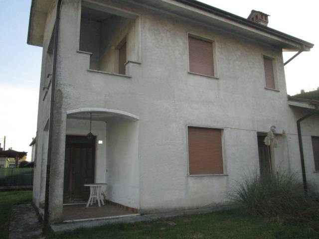Villa in Vendita a Goito