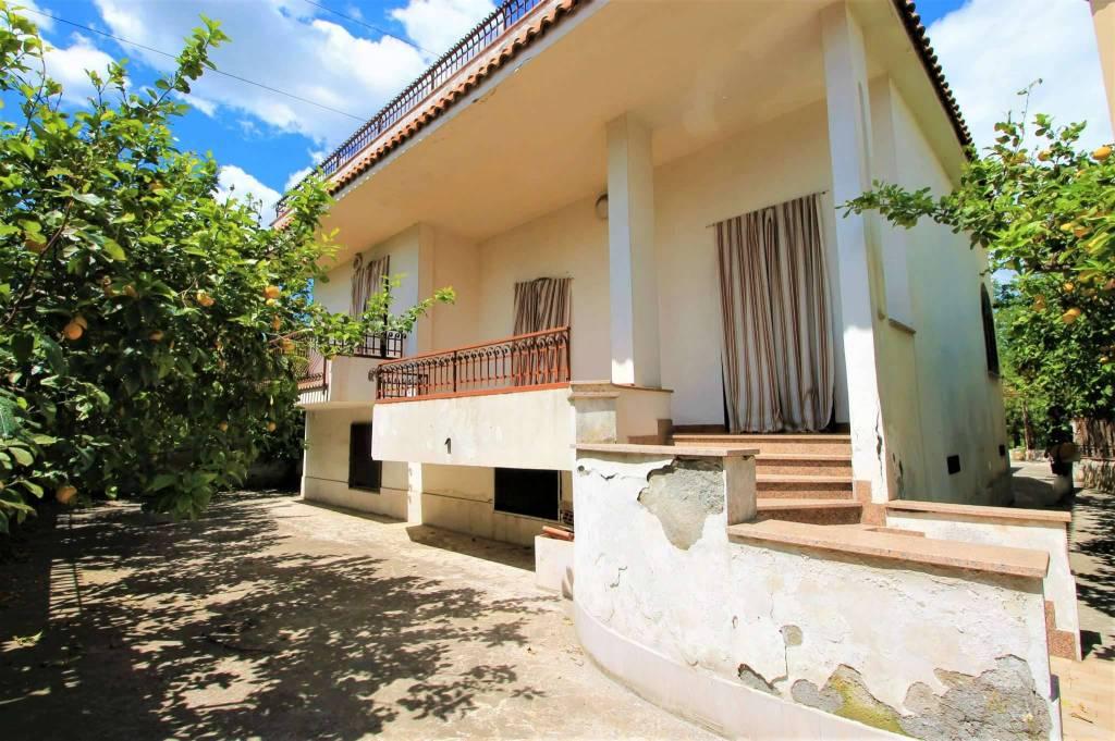 Villa in buone condizioni in vendita Rif. 5812863