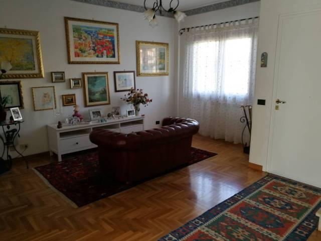 Villa in vendita a Ladispoli, 6 locali, prezzo € 289.000 | Cambio Casa.it