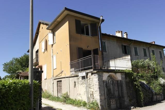 Appartamento in vendita a Besozzo, 3 locali, prezzo € 48.000   Cambio Casa.it
