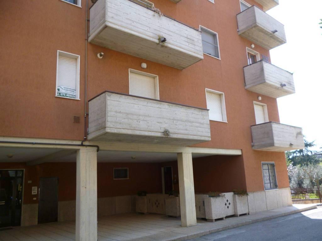 Appartamento in buone condizioni in vendita Rif. 8962708
