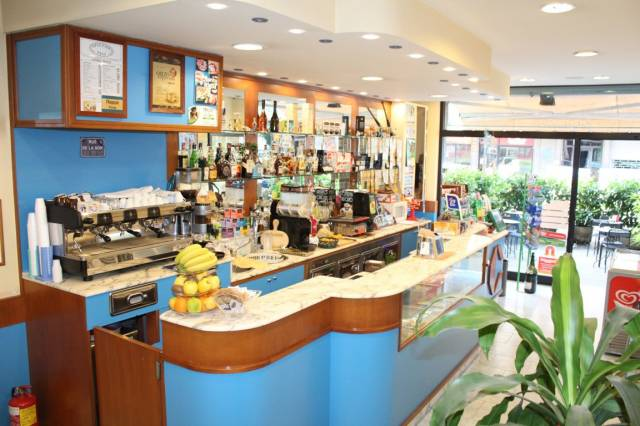 Bar tavola calda - fredda monolocale in vendita a Bari (BA)