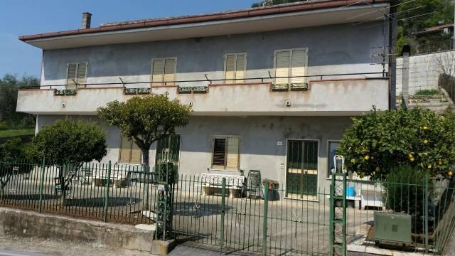 Villa in vendita a Presenzano, 6 locali, Trattative riservate | CambioCasa.it