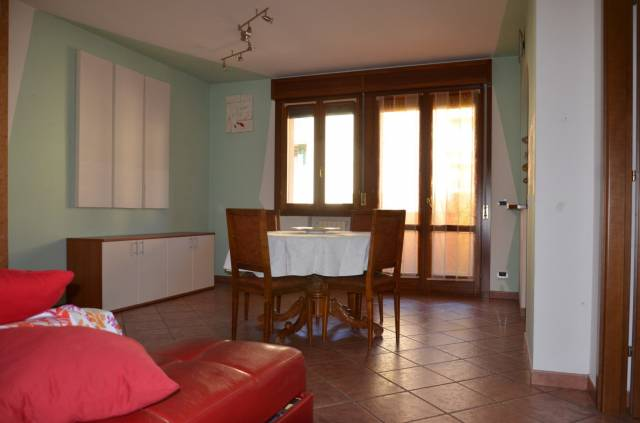 Appartamento in ottime condizioni parzialmente arredato in vendita Rif. 5684931
