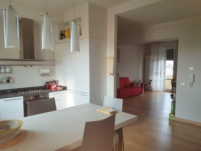 Appartamento in vendita a Modena, 3 locali, prezzo € 220.000 | Cambio Casa.it
