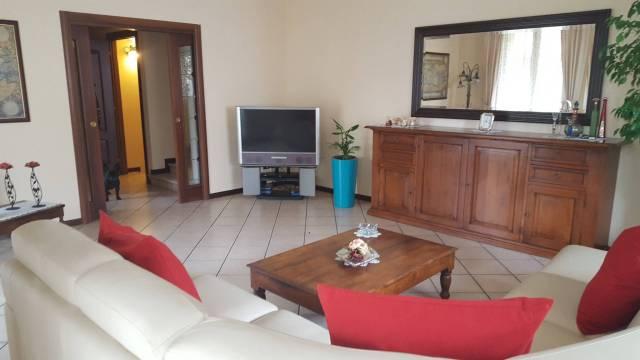 Villa in vendita a Lacchiarella, 6 locali, Trattative riservate   CambioCasa.it