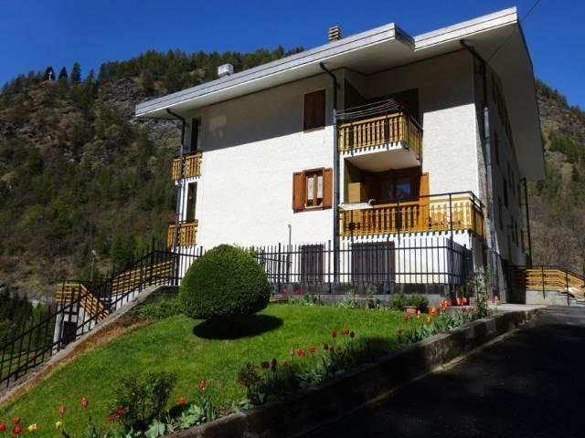 Appartamento in buone condizioni in vendita Rif. 4219639
