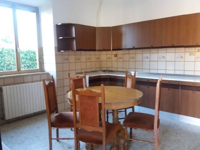Appartamento in buone condizioni parzialmente arredato in affitto Rif. 5644641
