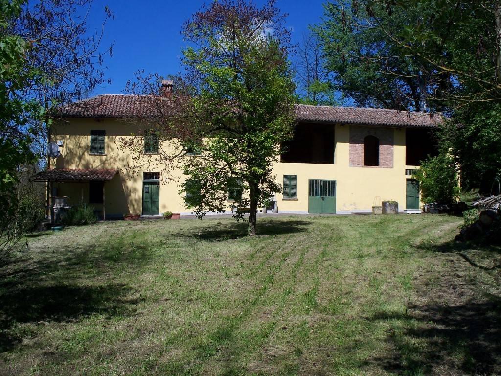 Rustico / Casale in vendita a Bruno, 6 locali, prezzo € 160.000 | CambioCasa.it