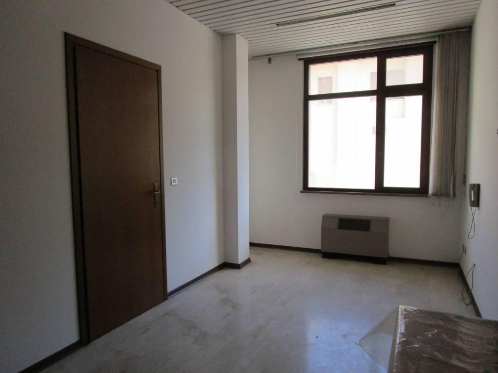 Gemona Via Dante Alighieri p.terra studio/ufficio ... Rif. 4837592
