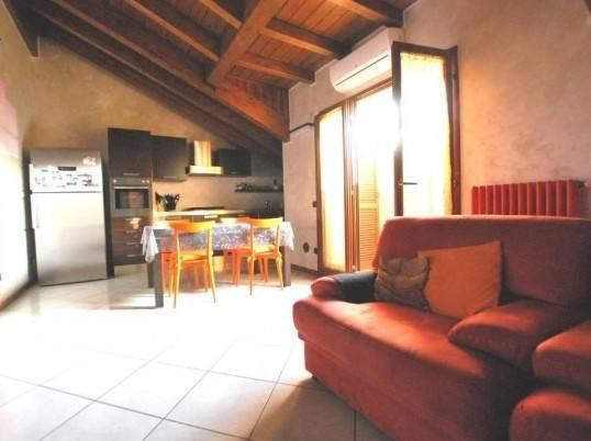 Attico / Mansarda in vendita a Carugo, 3 locali, prezzo € 145.000 | Cambio Casa.it