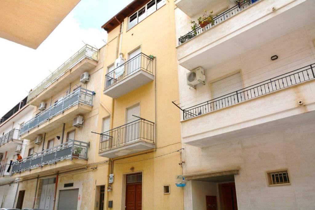 Appartamento in ottime condizioni in vendita Rif. 9149837