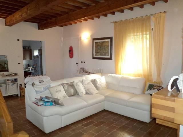 Villa in vendita a Gradara, 5 locali, prezzo € 380.000 | Cambio Casa.it