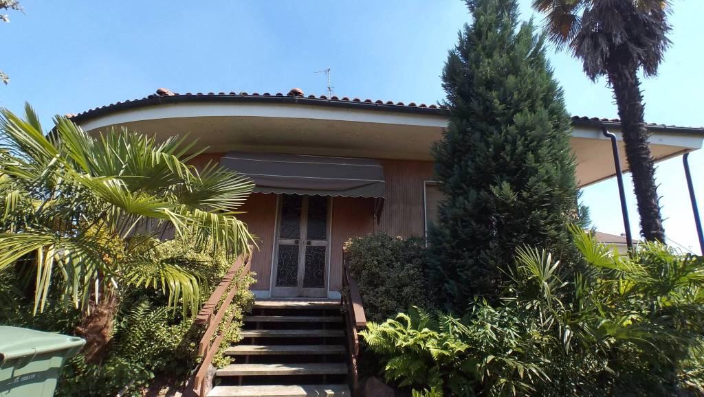 Villa da ristrutturare in vendita Rif. 8327406