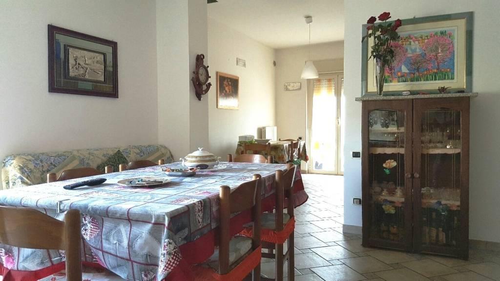 Appartamento in buone condizioni parzialmente arredato in vendita Rif. 8369680