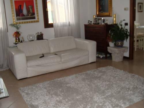 Appartamento in buone condizioni parzialmente arredato in vendita Rif. 4486115