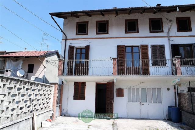 Casa indipendente trilocale in vendita a Livorno Ferraris (VC)