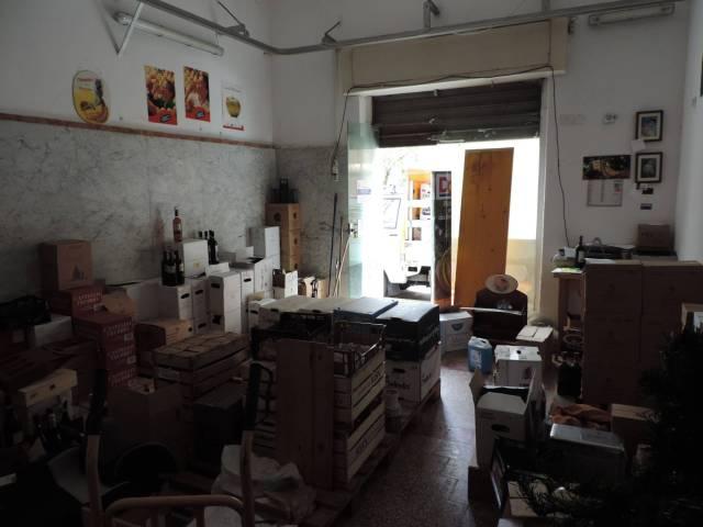 Magazzino in Vendita a Genova Periferia Est: 1 locali, 35 mq