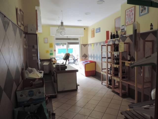Negozio-locale in Vendita a Genova Periferia Est: 1 locali, 30 mq