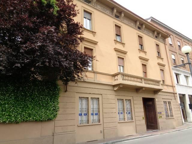 Ufficio / Studio in affitto a Cremona, 4 locali, prezzo € 600 | Cambio Casa.it