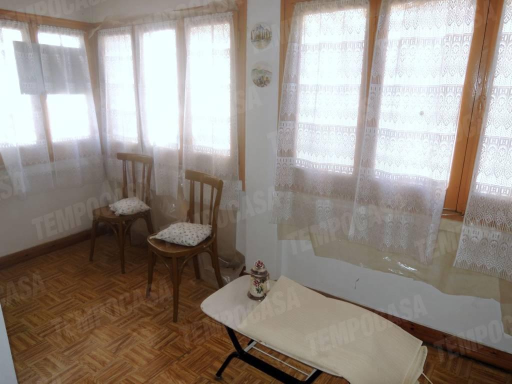 Appartamento in buone condizioni arredato in vendita Rif. 8004843