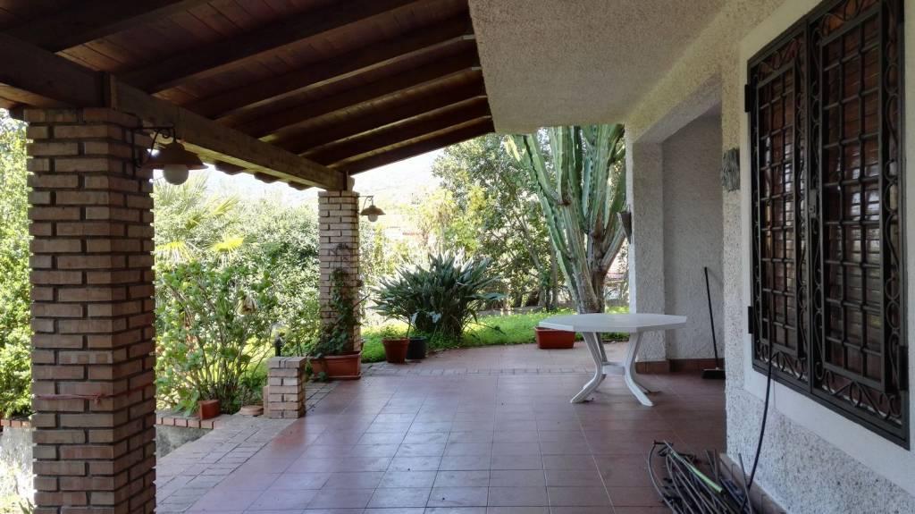 Villa in buone condizioni arredato in vendita Rif. 8241744