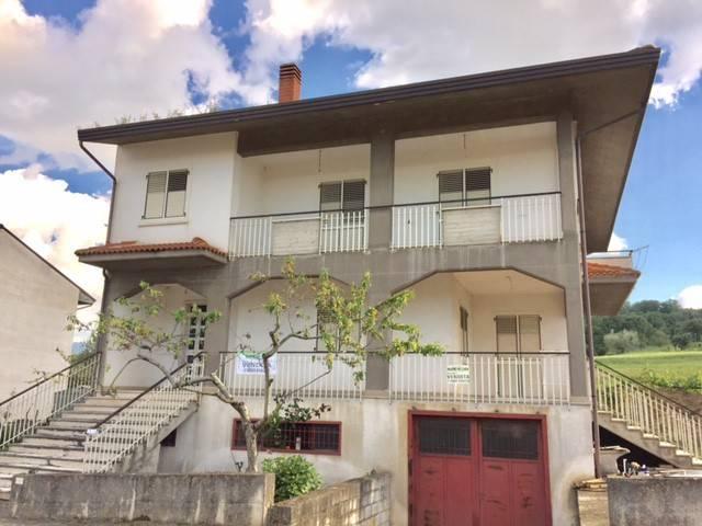 Villa in buone condizioni in vendita Rif. 9139714
