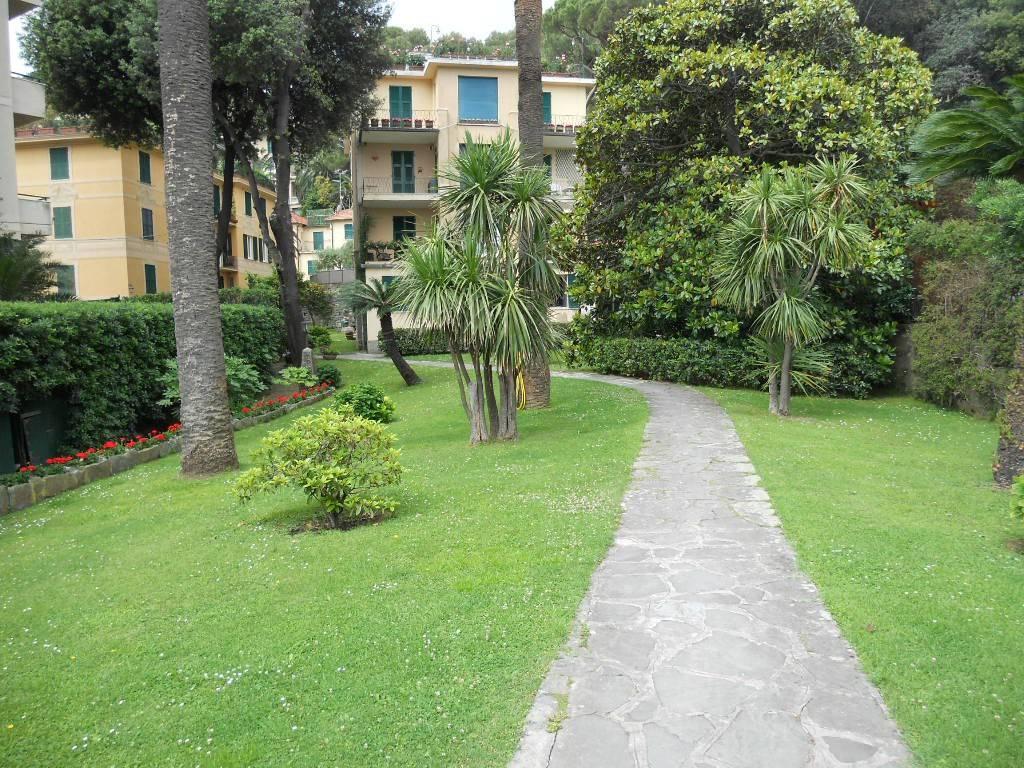 Appartamento in buone condizioni parzialmente arredato in vendita Rif. 9272674
