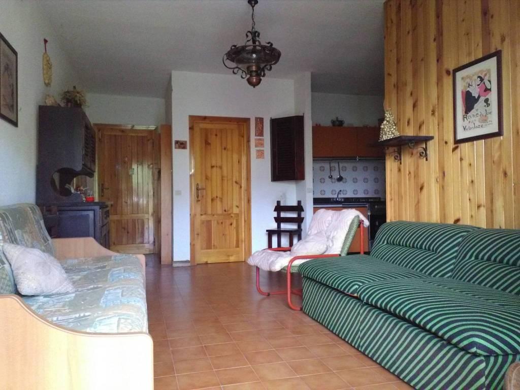 Appartamento in buone condizioni arredato in vendita Rif. 5285432