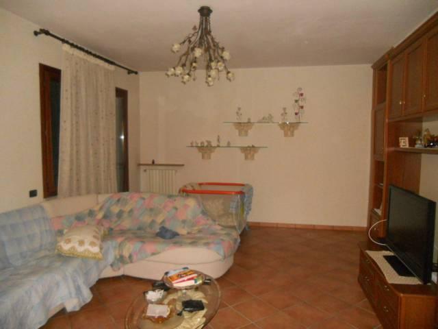 Villa in affitto a Gualtieri, 6 locali, prezzo € 650   Cambio Casa.it