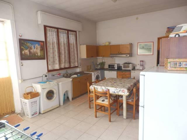 Villa in Vendita a Cascina Centro: 5 locali, 250 mq
