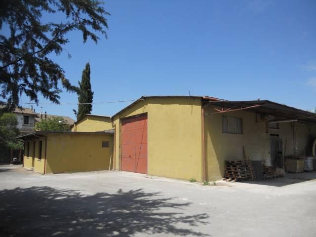 Capannone in vendita a Spoleto, 4 locali, prezzo € 280.000   Cambio Casa.it