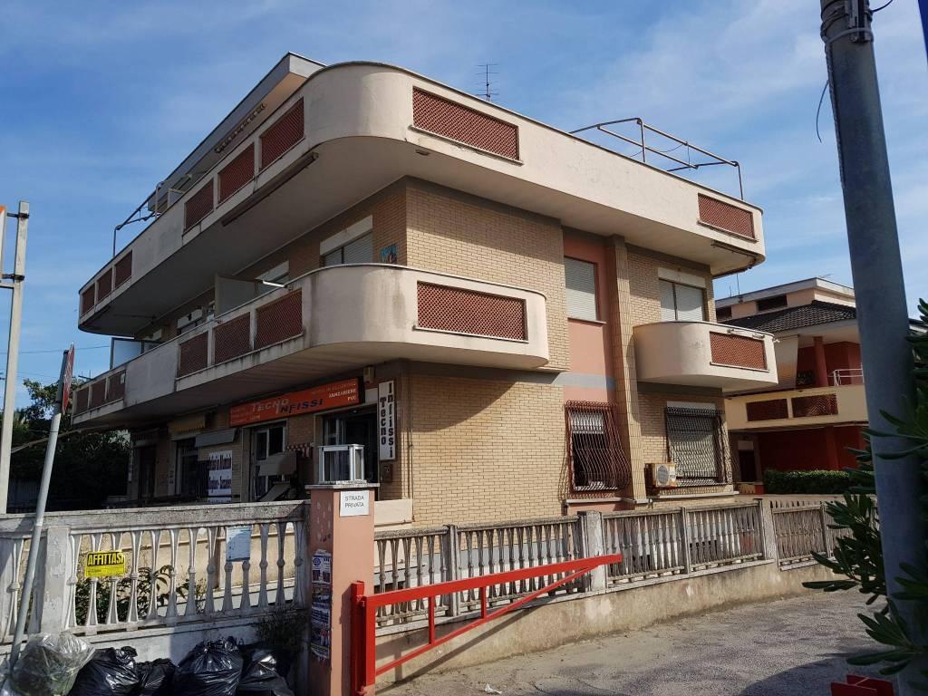 Appartamento in buone condizioni arredato in affitto Rif. 7781687