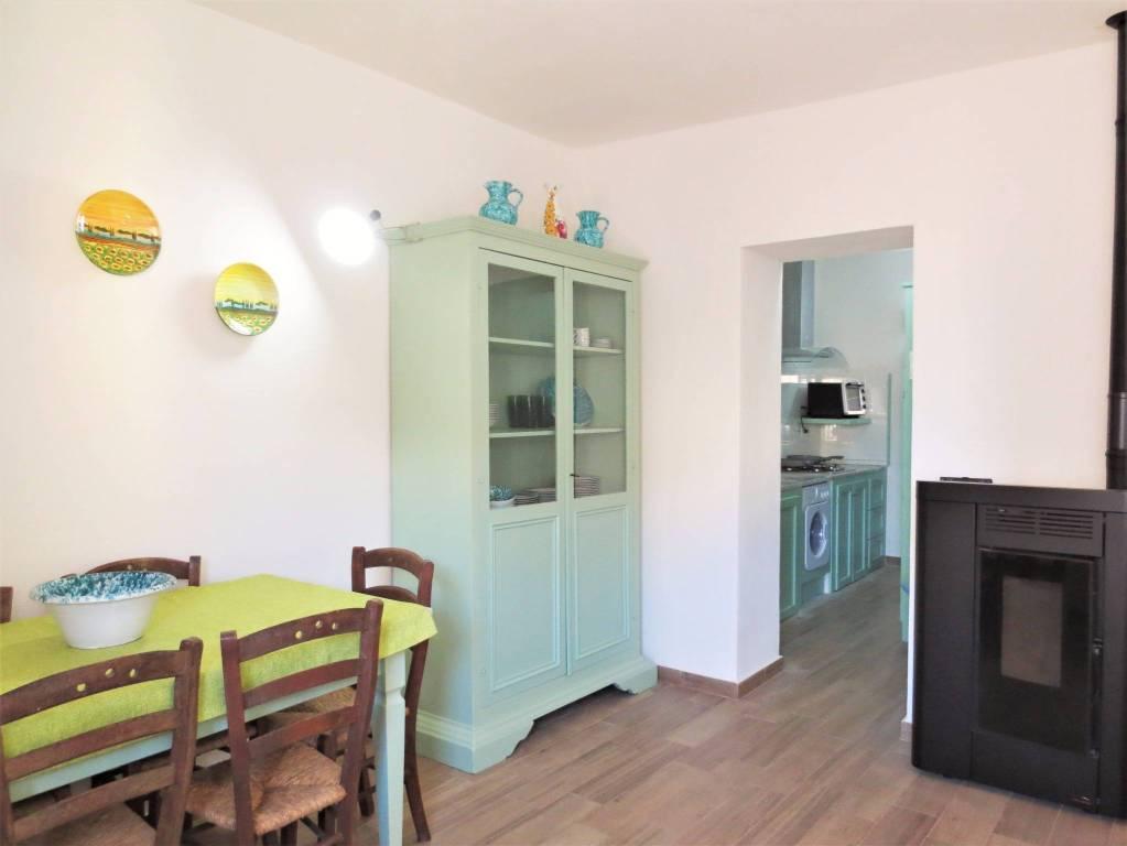 Appartamento in ottime condizioni arredato in vendita Rif. 8818504