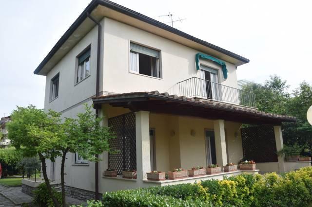 Villa in Vendita a Camaiore Centro: 5 locali, 300 mq