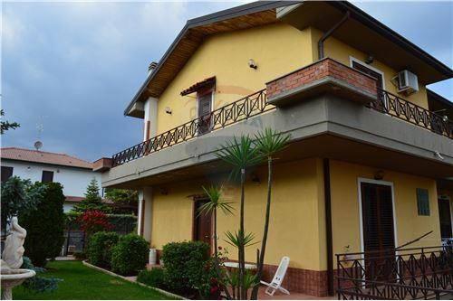 Villa a schiera 6 locali in vendita a Mascalucia (CT)