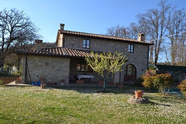 Rustico in Vendita a Lisciano Niccone: 4 locali, 220 mq