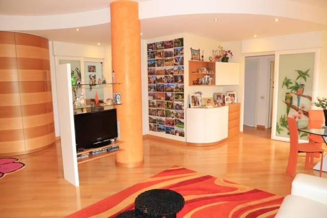 Appartamento in affitto a Saronno, 3 locali, prezzo € 950 | CambioCasa.it