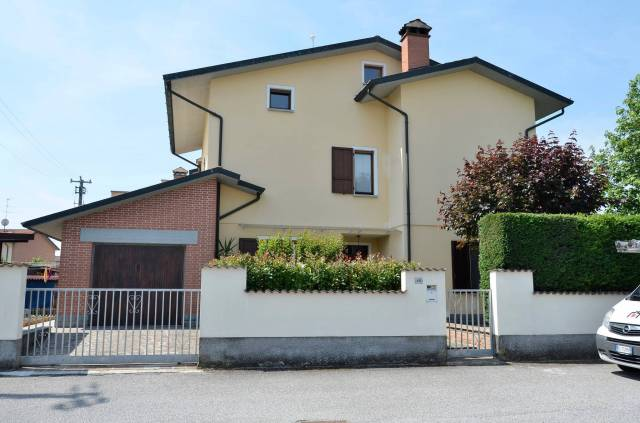 Villa a Schiera in vendita a Gerre de' Caprioli, 5 locali, prezzo € 225.000 | CambioCasa.it