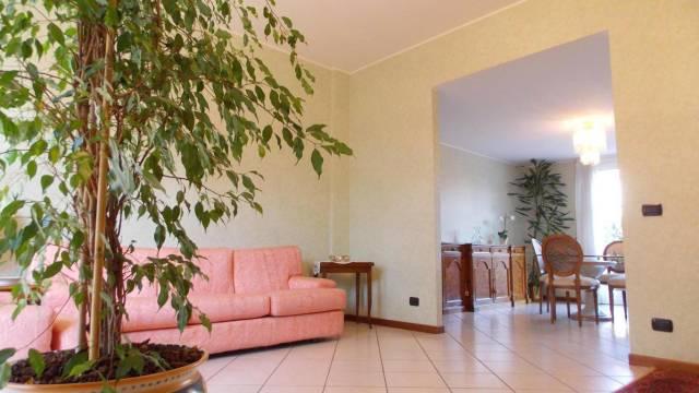 Appartamento in vendita a Vimercate, 4 locali, prezzo € 380.000   Cambio Casa.it
