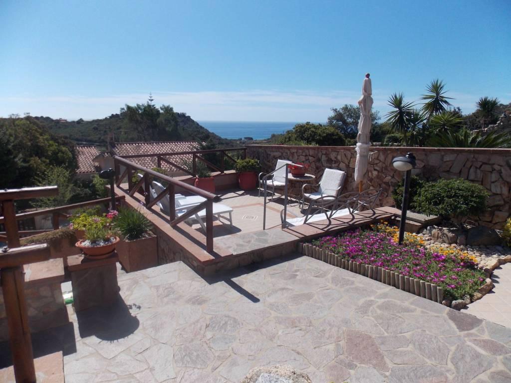 Villa parzialmente arredato in vendita Rif. 4222005