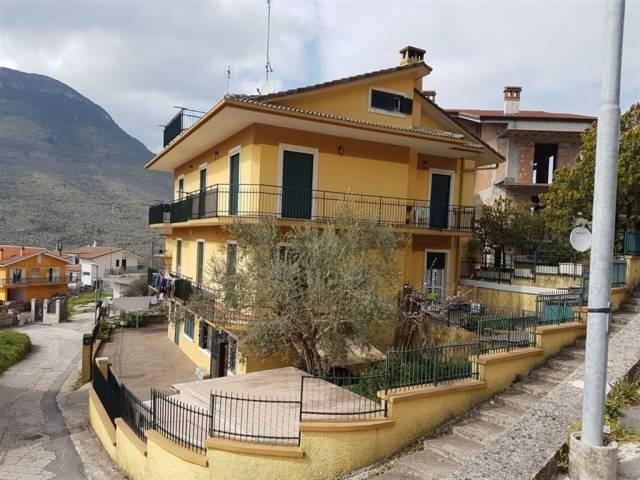 Appartamento in buone condizioni arredato in vendita Rif. 4500529